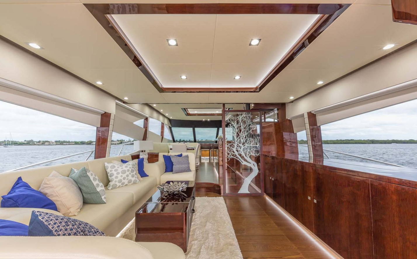 Dyna Yachts 68 Interior Salon