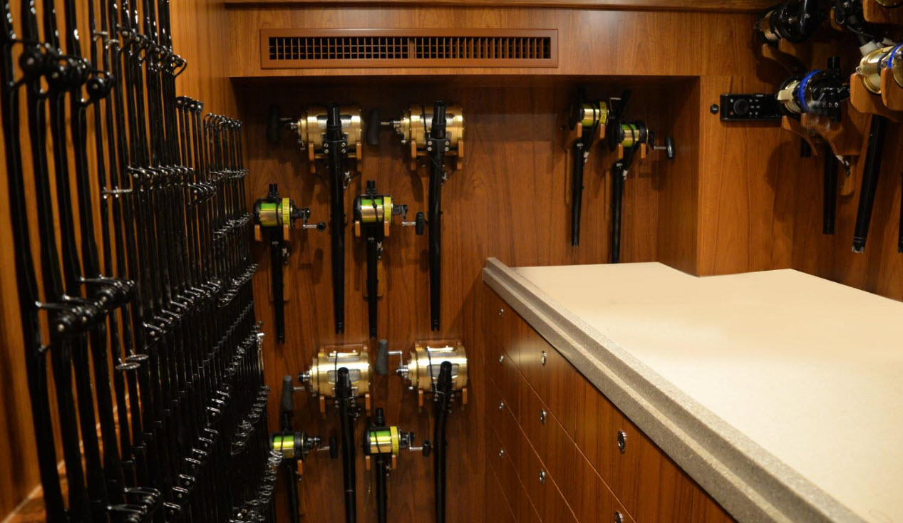 Hatteras GT65 Carolina rod storage