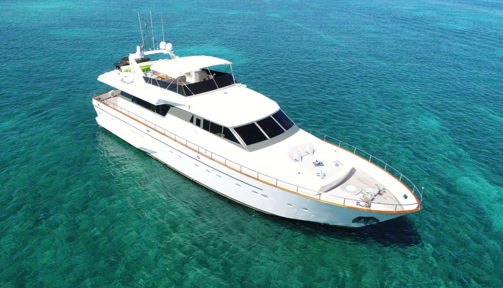 luxury yacht charter lexington horizon 85