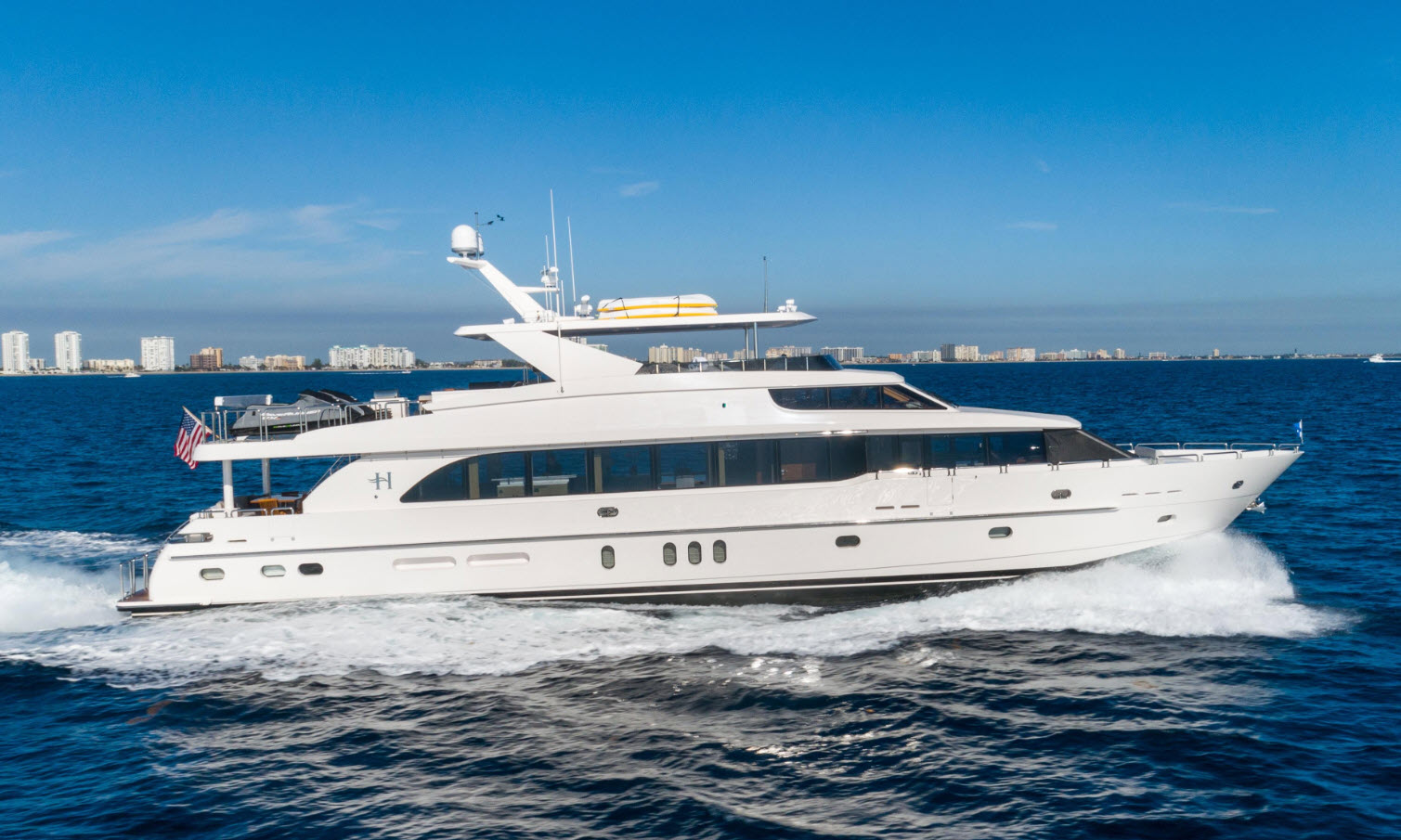 luxury yacht charter hargrave MB3