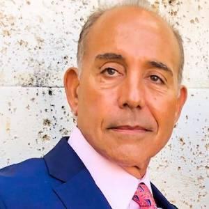 photo of Gustavo Alvarez