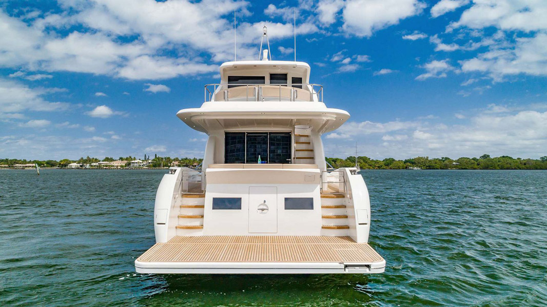 photo of Dyna Yachts 68