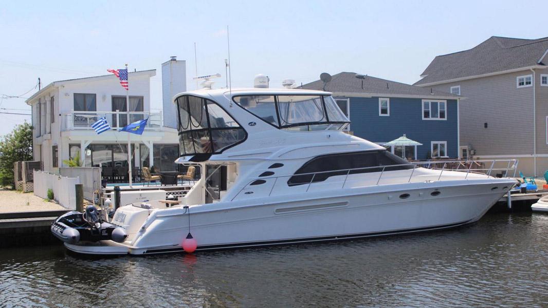 Sea Ray 560 Sedan Bridge Yacht For Sale