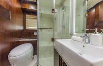 photo of bathroom on the dyna 68