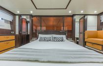 photo of Dyna 68 master suite berth