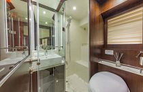 photo of master bathroom on the dyna 68