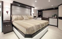photo of Hatteras 100 Motor Yacht Master Suite