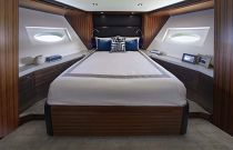 photo of Hatteras M90 Panacera Guest Suite